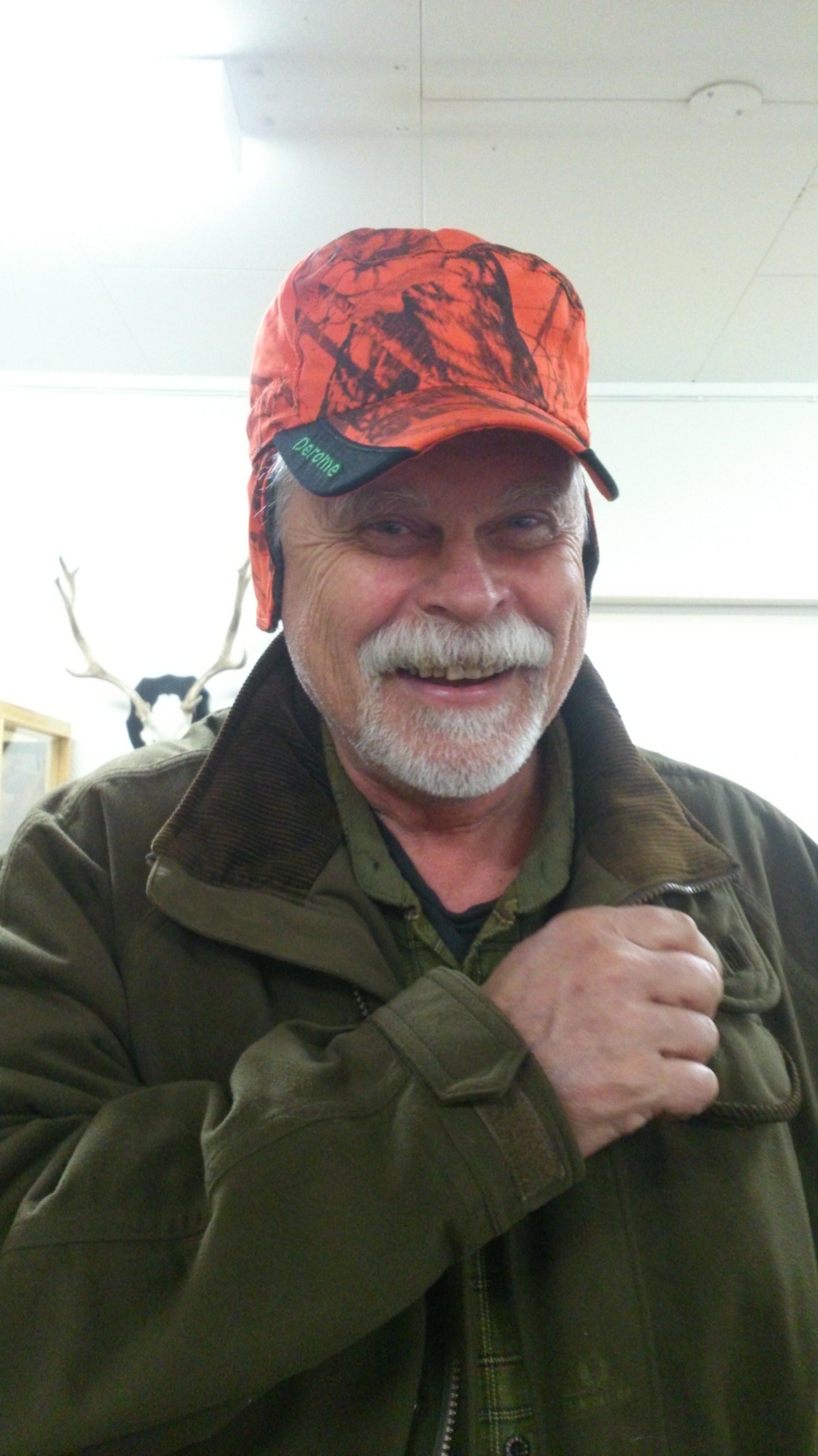 Bo Gustafsson är glad över sin nya varma keps! - DSC_1051-e1427725144897