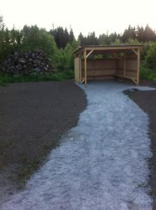 Grillplatsen färdigbyggd med Bergkross och ny matjord. Nu väntar vi bara på invigning. Foto Lars-Peter Runeson