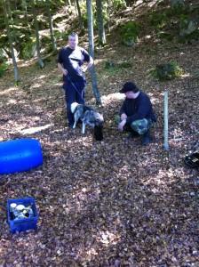 Här möter Java Chrilles hund med Ari som stöttar Java. Foto:LPR