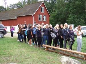 Kö till Jägartorpets grill där skolan ansvarar för utspisning.