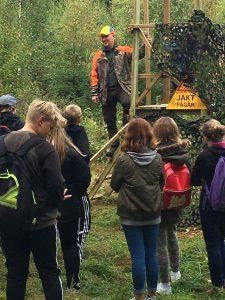 Michael Örknér berättar om säkra skott från Jakttorn och samspel i naturen samt möjligheter för elever att delta i ungdomsverksamheten i Jägareförbundet.