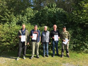 Diplomerade Jägare Kim Alfredsson, Daniel Olsson, Karin Funestad, Bo Svensson och Mathias Simonsson.